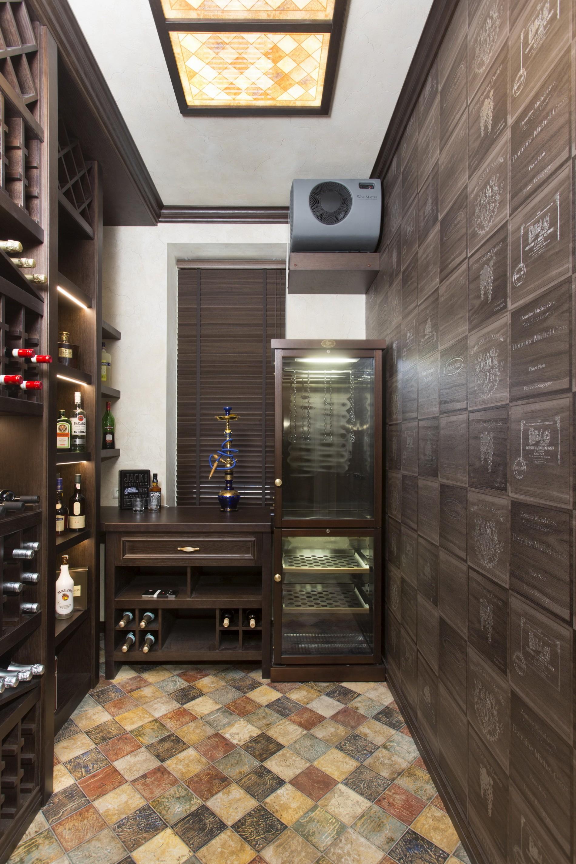 Винная комната с холодильником для хамона и сыра