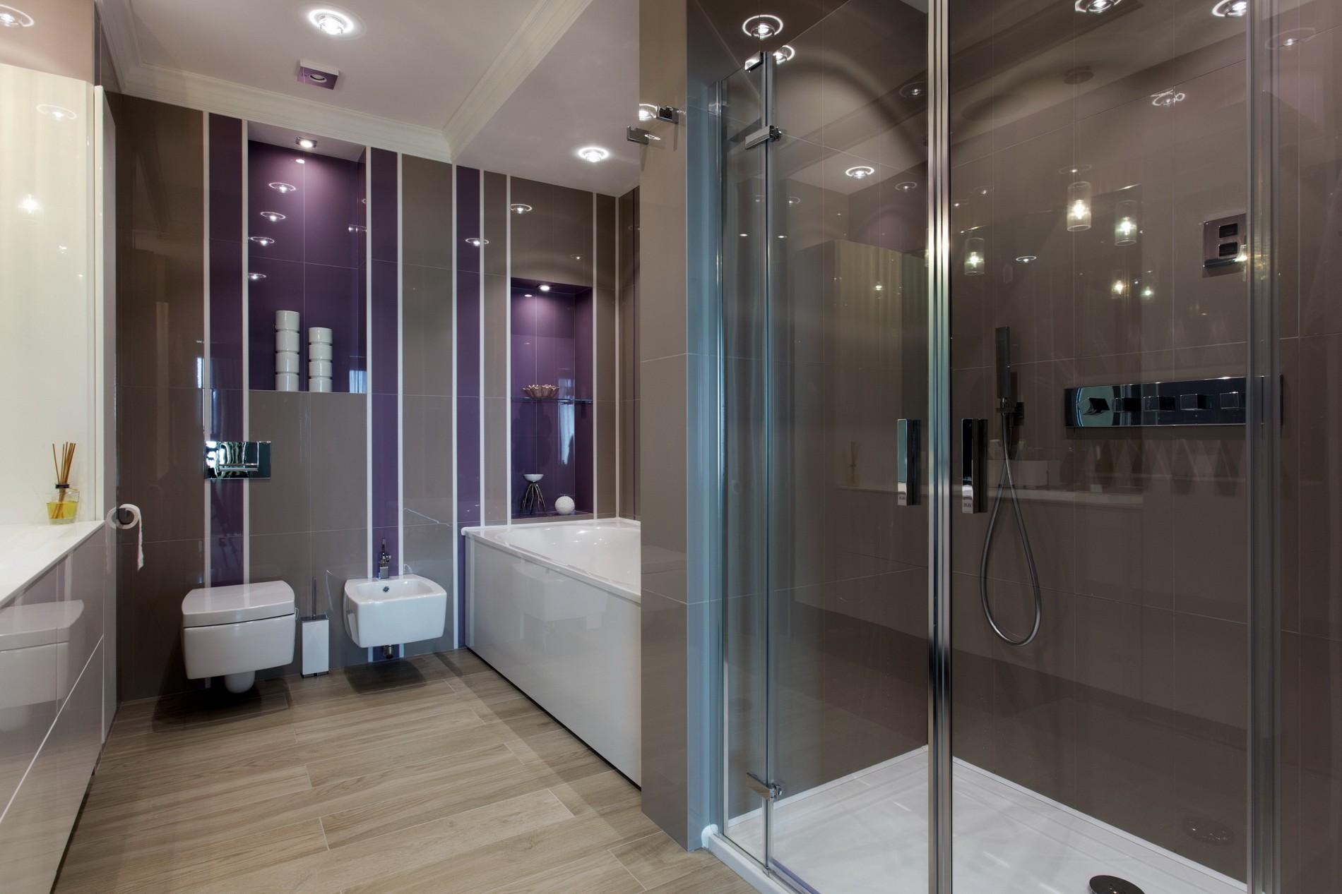 Фиолетовая ванная в современном стиле