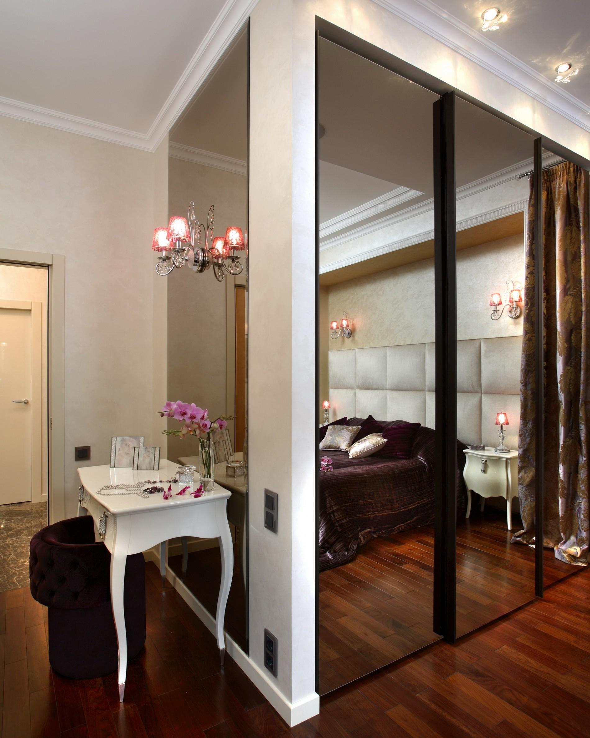 Стильная спальня с зеркалами в ар деко