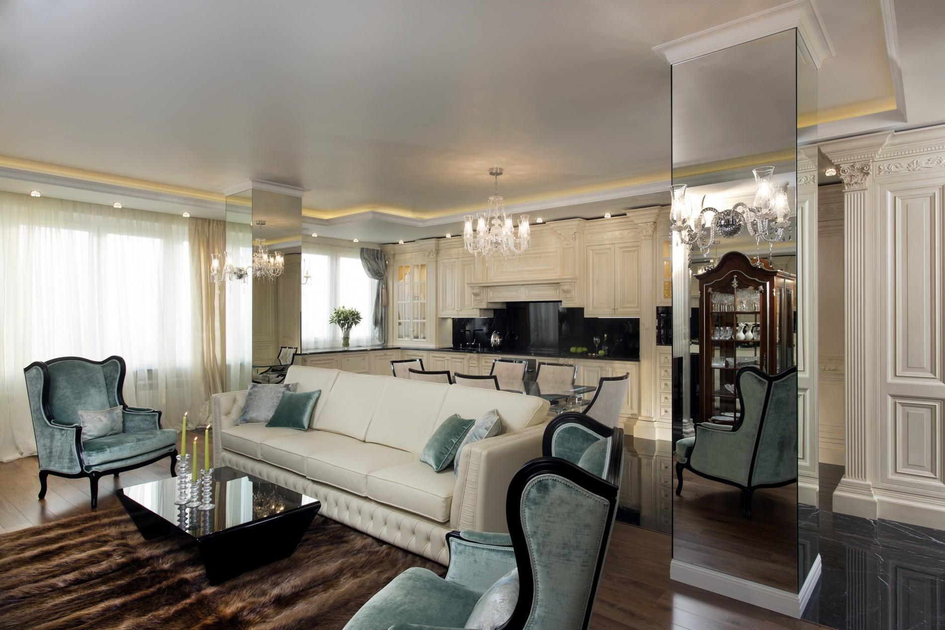 Зеркальные колонны в лучшем интерьере гостиной